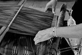 Kobieta, pracująca w Krosno. czarno-białe sceny — Zdjęcie stockowe