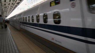 Shinkansen (Bullet Train) arrives Shin-Osaka Station — Stock Video
