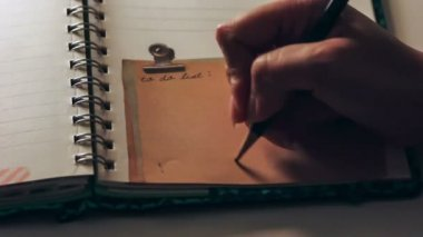 Close up writing heart on a note pad — Stock Video