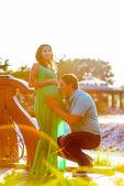 Happy young man kisses his pregnant wife belly — Foto de Stock