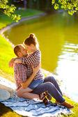Happy young couple enjoying picnic. Toned image — Stock Photo