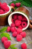Red ripe raspberries on a wooden background — Stock Photo