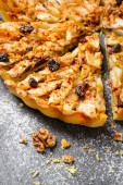 Apple tart pie with nuts and raisins — Stock Photo