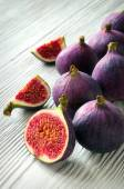 Portion of fresh Figs on wooden background — 图库照片