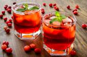 Cranberry cocktail with ice and mint — Stockfoto
