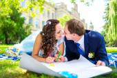 Happy man and woman colouring or drawing hearts at the garden. Love concept — Stock Photo