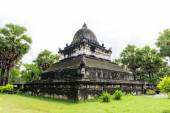 Oude architectuur in oude boeddhistische tempel, luang prabang, laos — Stockfoto