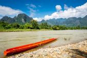 Surreal landscape by the Song river at Vang Vieng, Laos — Stock Photo