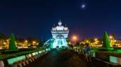 Patusay triumph arch in Vientiane Laos at night — Stock Photo