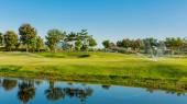 Riego en campo de golf — Foto de Stock