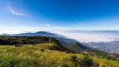 Fog over the mountain and tourist, Doi Inthanon national park th — Stock Photo