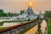 Sunset scene of Wat Rong Khun temple  at Chiang Rai province, Th — Stock Photo