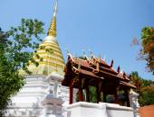 Chedi of Wat Phra Kaew Temple in Chiang Rai, Thailand — Stock Photo