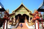 Thai woman praying at Wat Ming Mueang — Stock Photo
