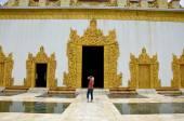 Thai women travel at Atumashi temple — Stock Photo