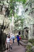 Travellers walking at Phnom Bakheng, Cambodia- August, 24, 2013 — Stock Photo