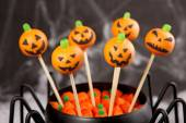 Jack-o-lantern cake pops. — Stock Photo