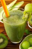 Kiwi honeydew smoothie — Stock Photo