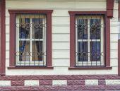 Fassade eines gebäudes mit windows — Stockfoto
