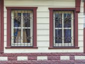 Fasáda budovy s okny — Stock fotografie