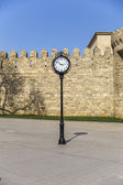 The clock on the background of the old fortress in Baku — Stock Photo