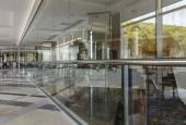 A glass wall in the hallway of the building — Stock Photo