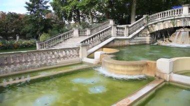 Vista sulla fontana nel parco jardin darcy, digione — Video Stock