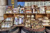 Shopping bazaars with varieties of mustard in Dijon — Stock Photo