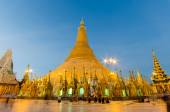 Burmese's fate for Shedagon Pagoda at twilight, quinquennial pre — Stock Photo