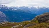 Islandzki koni na łące w pobliżu piękny krajobraz sławny turystyczne miejsce - Jezioro Myvatn w Islandii w północnej — Zdjęcie stockowe