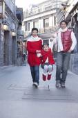 Familjen ha roligt i Hutong — Stockfoto