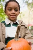 Niño con una calabaza — Foto de Stock