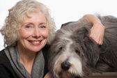 Donna con il suo cane — Foto Stock