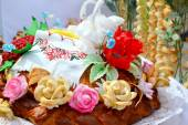 Traditional wedding Ukrainian bread Korovai with flowers and swans — Stock Photo