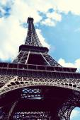 Famous Eiffel Tower over blue sky — Stock Photo