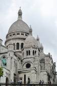 PARIS, FRANCE - 25 MAY, 2015: Famous Paris Basilica of the Sacred Heart located at the summit of the butte Montmartre — Stock Photo