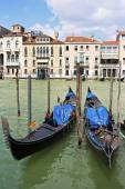 Two gondolas on the Grand Canal in Venice, Italy — Stock Photo