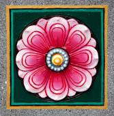 Ceramic tile with a flower on the wall — Stock Photo