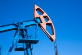 Oil pump and sky — Стоковое фото