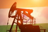 Oil pump with flag of India — Stock Photo
