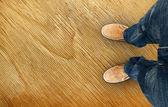 Botas amarillo en el camino — Foto de Stock