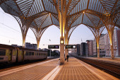 Platform Oriente Station in Lisbon — Stock Photo