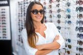 Woman in sunglasses in optic store — Stock Photo
