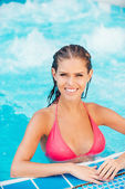 Woman in bikini relaxing in jacuzzi — Stock Photo