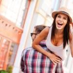 ������, ������: Man carrying his girlfriend