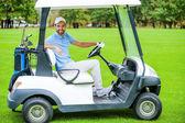 Muž jízdy golfový vozík — Stock fotografie