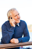 Senior man talking on the mobile phone — Stock Photo