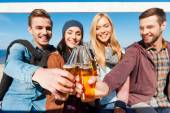 Cheerful people cheering with beer — Stockfoto