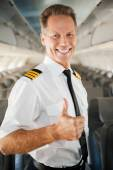 Male pilot in uniform showing his thumb up — Stock Photo