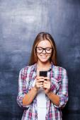 Young woman holding phone — Stock Photo